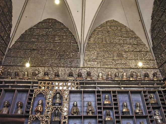 Runder Tisch ls mit Besuch der Goldenen Kammer in der Basilika St. Ursula zu Köln