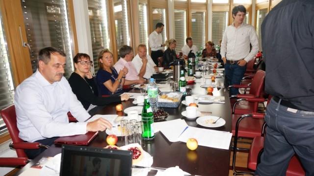 Unternehmer am 8. Runden Tisch bei Lambert Schuster