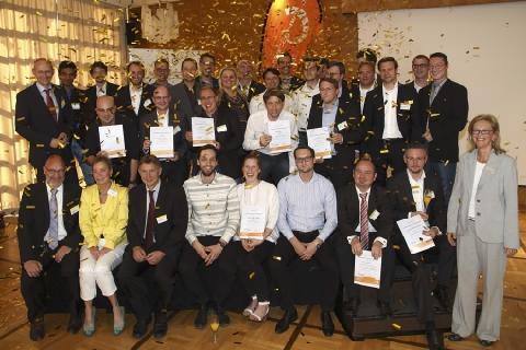 Strahlende Preisträger beim start2grow Gründungswettbewerb 2014