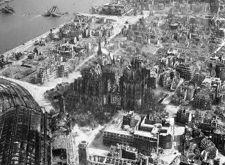 Das zerstörte Köln und der Kölner Dom nach dem 2. Weltkrieg