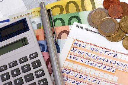 Hohe Gebühren: Geldtransaktionen ins Ausland können teuer werden